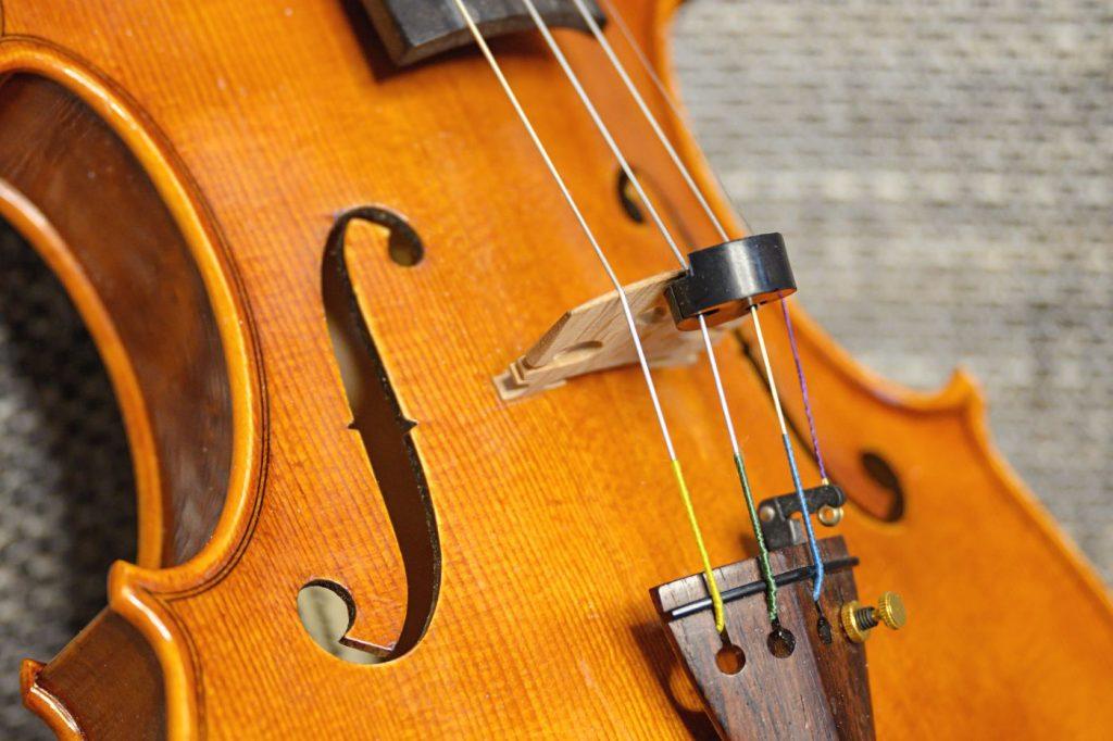 Dämpfer Geige